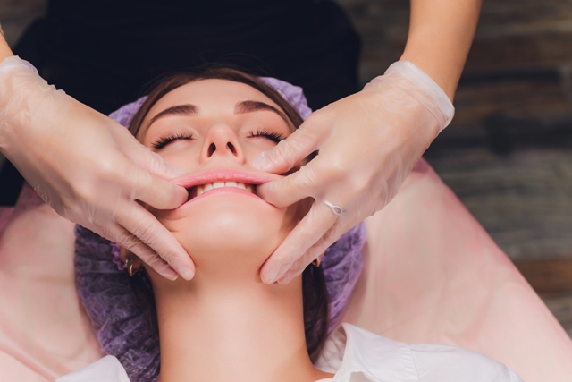 Osteopathy offers surgery free treatment for TMJD, teeth grinding and painful jaw disorders